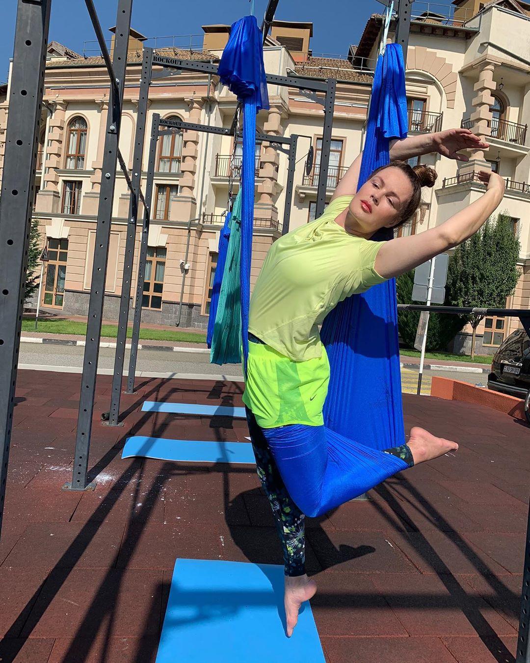 Потрясающая Екатерина Андреева, по которой и не скажешь, что ей уже 58 лет!