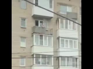 В Архангельске мужику надоел шум за окном и он решил расстрелять рабочих