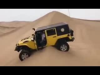Как не нужно ездить по песчаным дюнам!