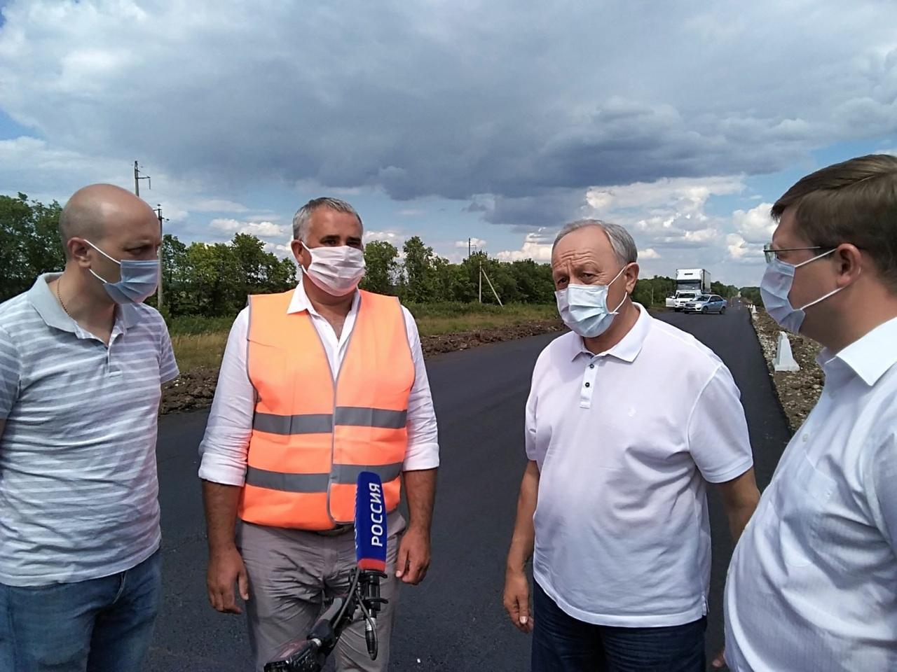 Глава региона Валерий Радаев ознакомился с ходом ремонтных работ на дорогах Петровского района