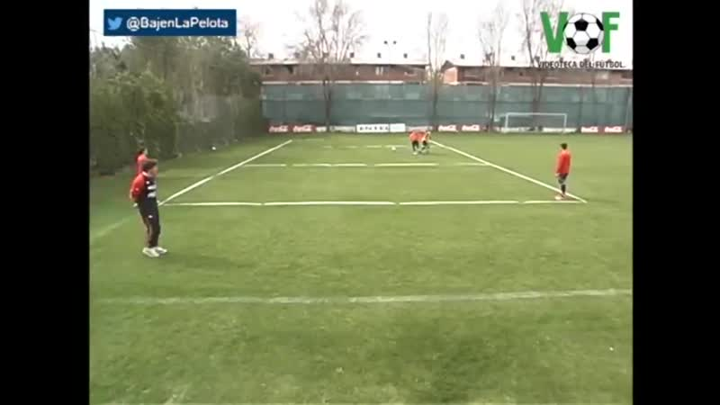 ️ A Marcelo Bielsa training Chile - Make four different off the bal movements to lose mark