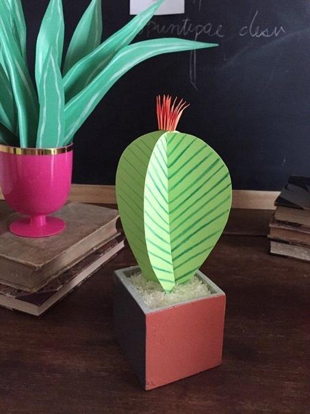 БУМАЖНЫЕ КАКТУСЫ Бумажные кактусы неприхотливы, их можно не поливать, и им даже земля не нужна. Можно просто в любую крупу посадить. В прикрепленном файле вы найдете шаблоны кактусов и