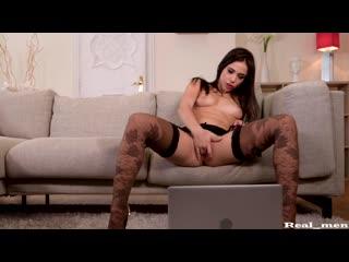 Anastasia Brokelyn - девушка достигает стрйного оргазма сквирт (