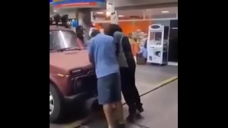 привез свою машину на ремонт в Америке