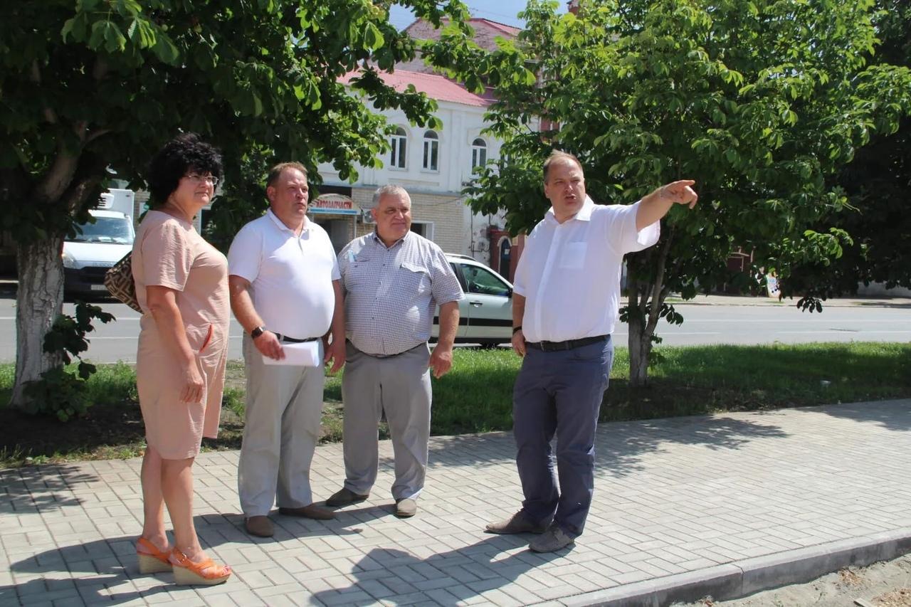 Заместитель регионального министра строительства и ЖКХ Александр Мышев проконтролировал ход работ на строительных объектах Петровска