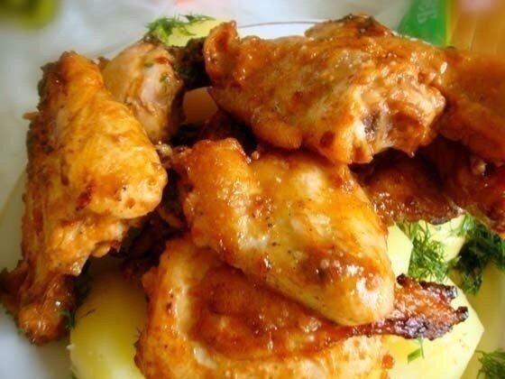 Вкуснейшая «Золотистая курочка» Ингредиенты:- 1 кг куриного мяса- 2 ст. ложки соевого соуса- 100 гр томатной пасты- 100 гр майонеза- 4 зубчика чеснока- соль, перец- растительное масло для