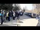 Диверсия против народа в Саратове сотни людей толпятся в очереди на получение спецпропусков