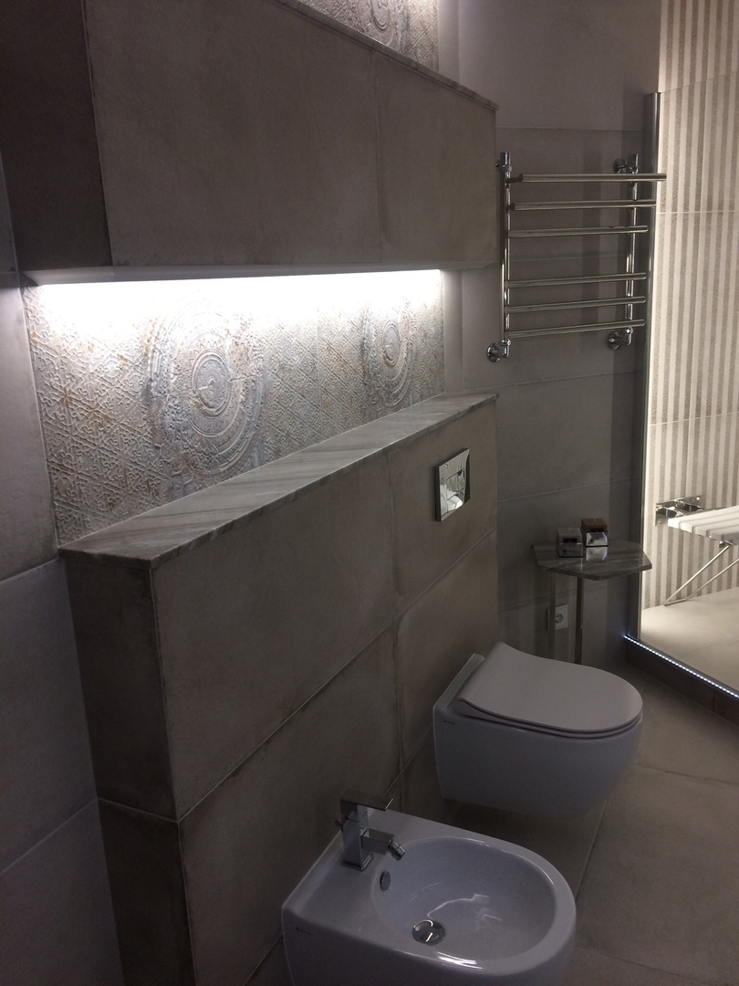 Вот такой у нас получился ремонт - просторный санузел с ванной и душевой кабиной