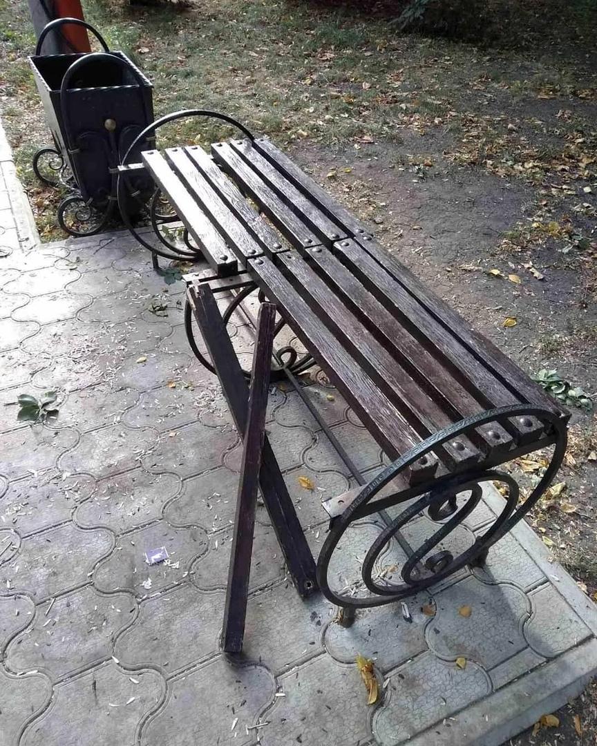 В Петровске вандалы продолжают портить городское имущество в местах отдыха горожан