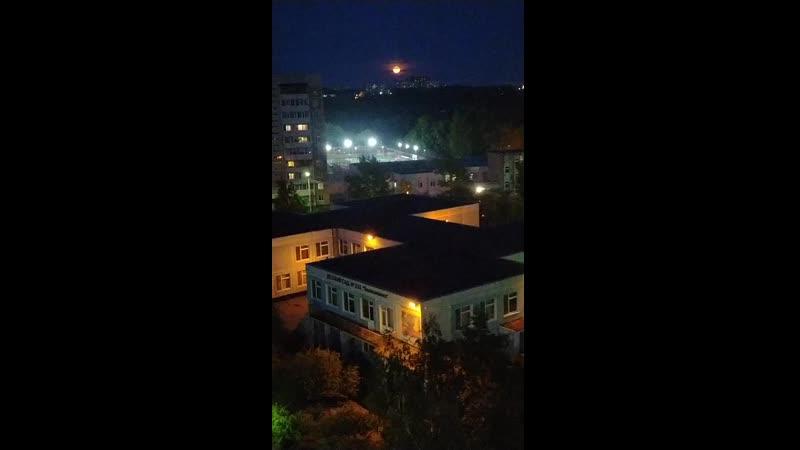 Вид с лоджии на садик и Фок НП летней ночью