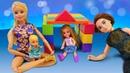 Ken y Steffi construyen un castillo de bloques. Juguetes para niños. Vídeos de Barbie para niñas