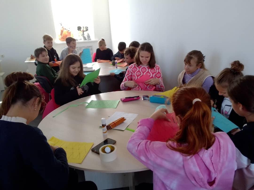 В Центре образования цифрового и гуманитарного профилей «Точка роста» школы №1 города Петровска состоялось внеурочное занятие по Drawing-технологии