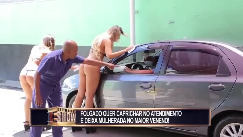 Arabasını Yıkatan Gencin Sevgilisi Bikinili Kızları Görünce Çıldırıyor! (Kamera Şakası)