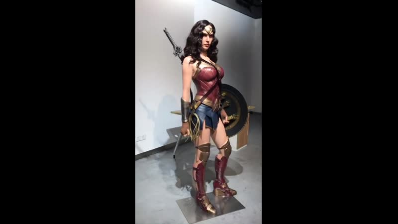 Wonder Woman Life Size Statue