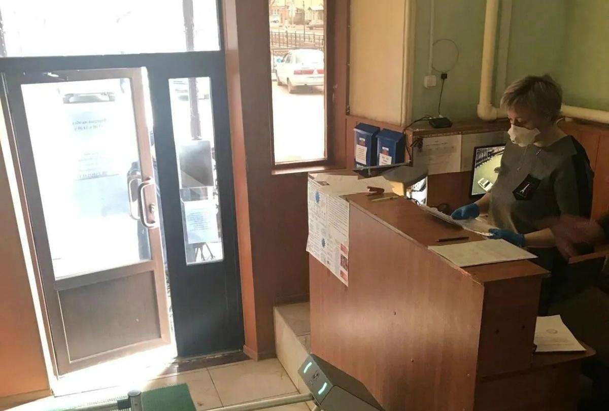 В Петровске продолжается выдача специальных пропусков сотрудникам организаций и предприятий, работающих в непрерывном режиме во время действия ограничительных мер