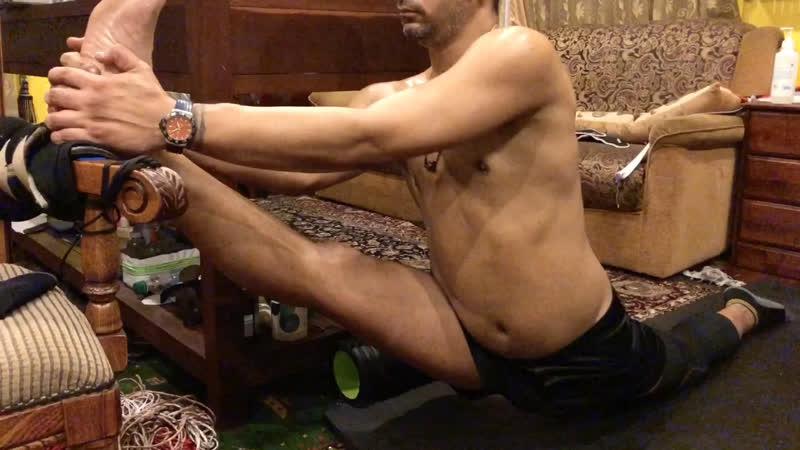 Super stretchy legs in deep oversplits