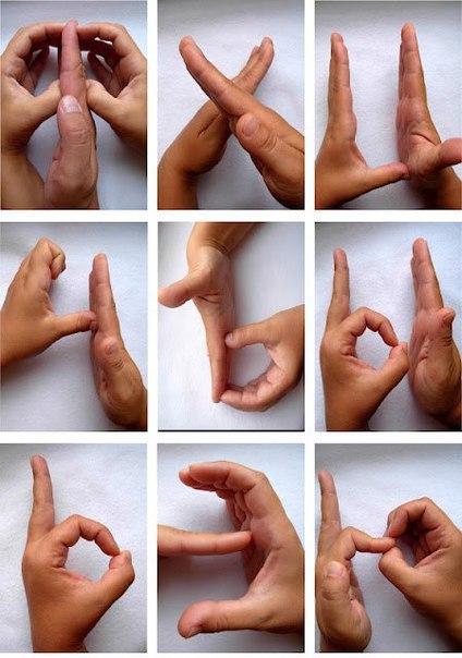 Зарядка для ПАЛЬЧИКОВ Предложите ребенку показать ручками буквы алфавита!