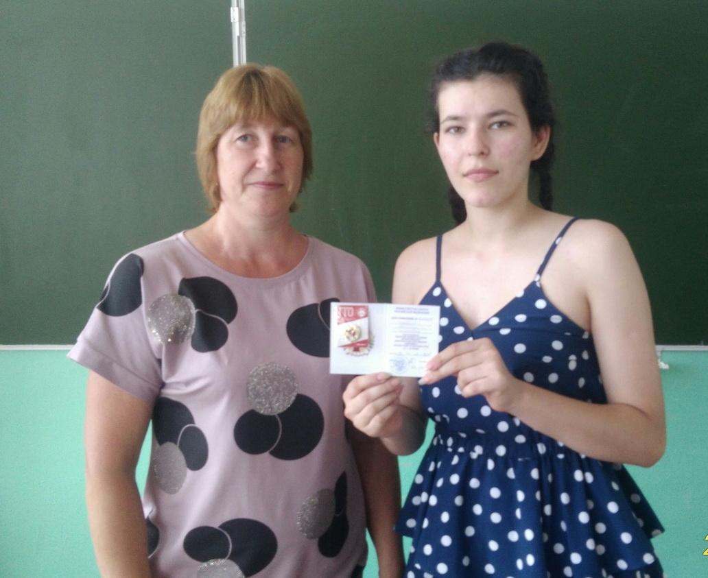 Ребята и педагоги из школы села Озёрки получили золотые значки ГТО