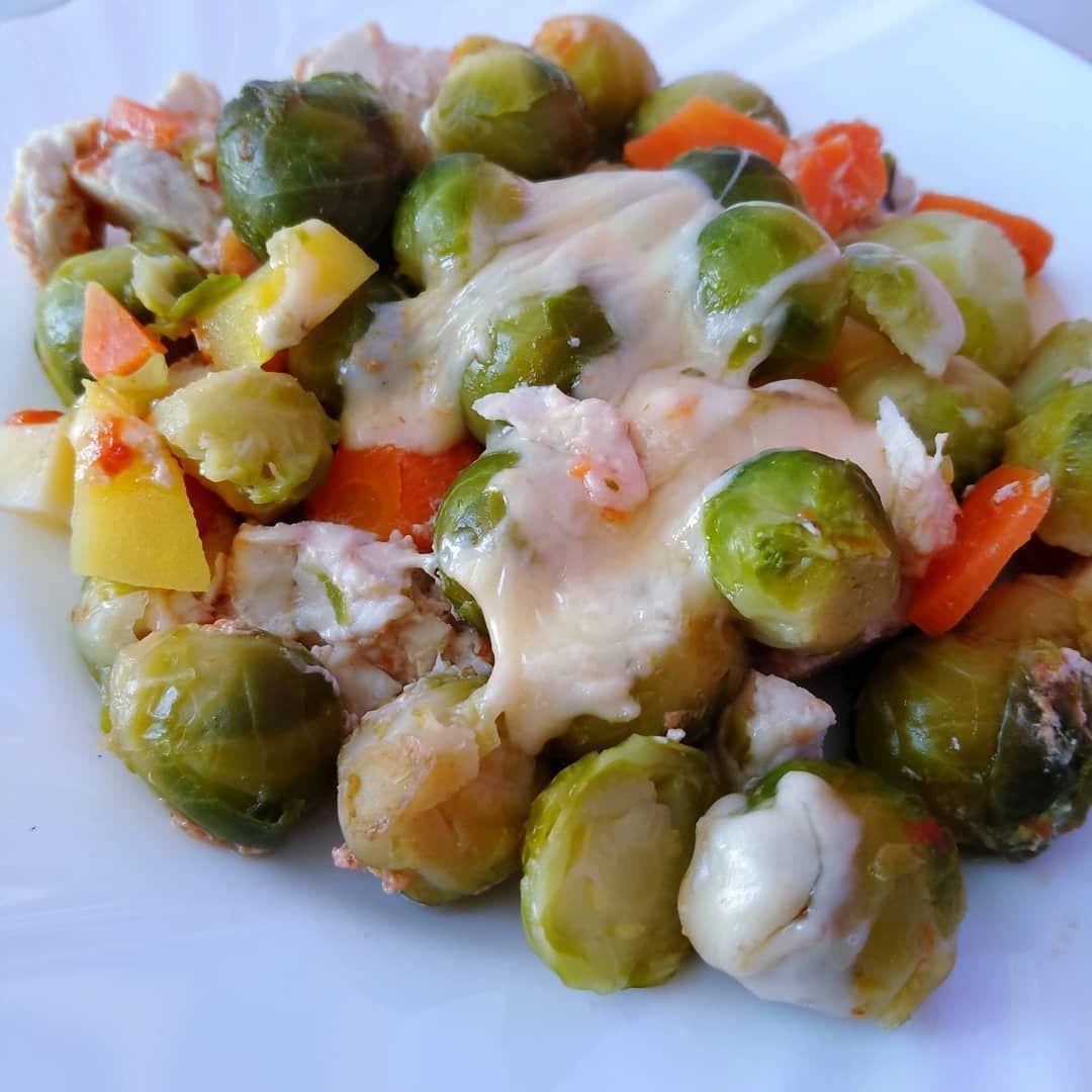 Брюссельская капуста в духовке индейкой и овощами