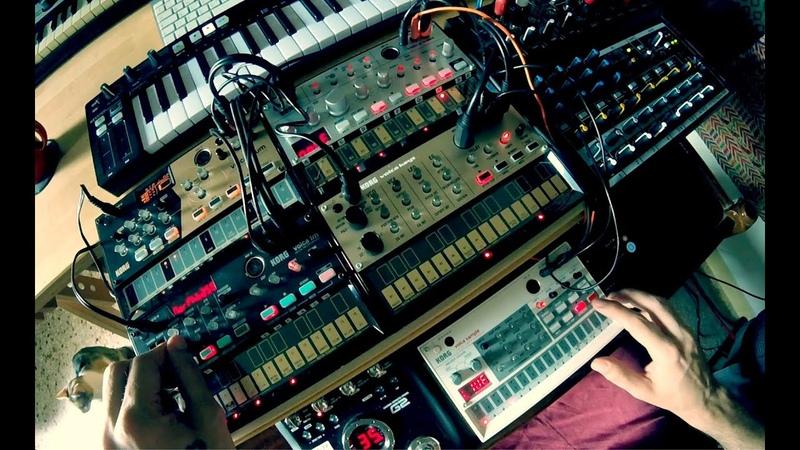 Korg Volca DrumKeysFMBassSampler - Space Electronica Jam