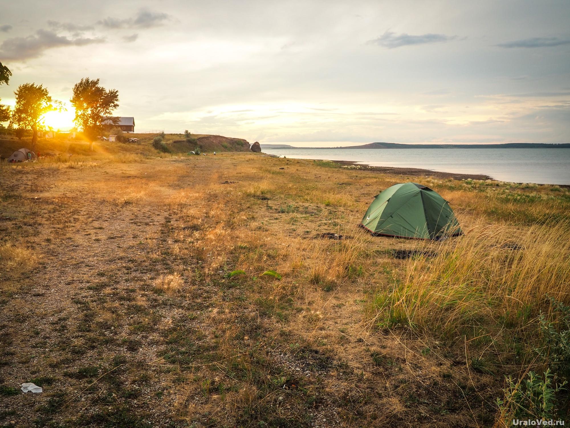 Наша палатка на озере Аслыкуль