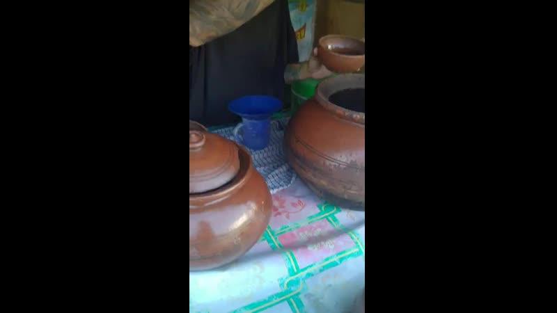 Интересный напиток на кокосовом молоке с мякотью коричневого сахара и семян чиа хотя не поняла где они в этом напитке