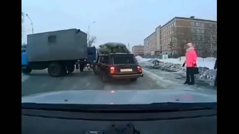 За секунду до аварии водитель затормозил в последний момент