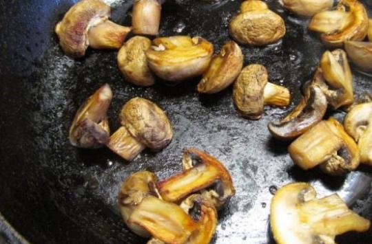 Антипасти - маринованные шампиньоны от Гордона Рамзи Антипасти - маринованные шампиньоны от Гордона Рамзи. Закуска по этому рецепту выходит очень вкусная, но ее лучше приготовить за три дня до