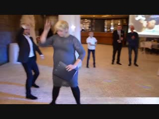 Женщина поет Rammstein!!! Все рокеры мира курят в сторонке!!!