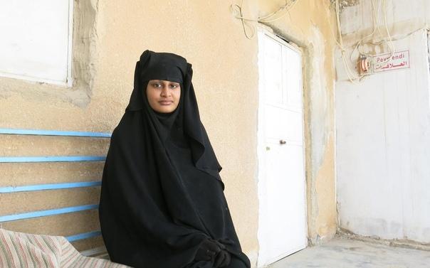 Власти Британии не разрешат вернуться в страну сбежавшей в Сирию жене боевика запрещенной в РФ террористической группировки ИГ В 2015 году 15-летняя Шамима Бегум с двумя школьными подругами в