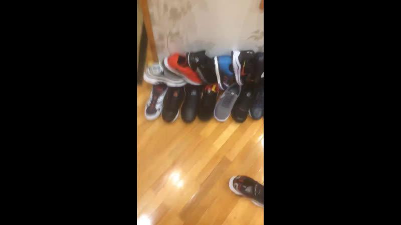 Обувь 👟 в наличии на стене странички всё выложено отдельной записью на которой написана стоимость