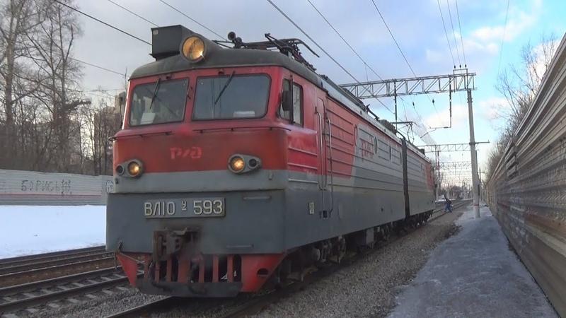 Электровоз одиночка ВЛ10У-593 с приветливой бригадой:-)