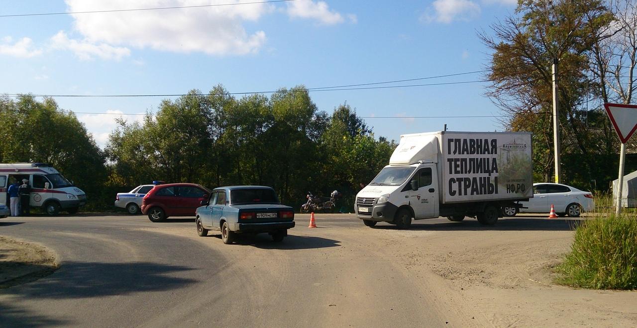 На пересечении Ильинского шоссе с улицей Баслыка в Кимрах мопед угодил под ГАЗель