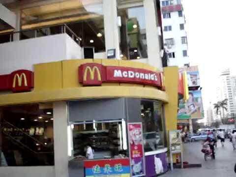 Китайский МакДональдс, центр города Санья (о-в Хайнань, Китай)