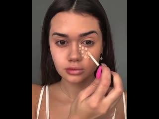 Девушка показала разницу в макияже