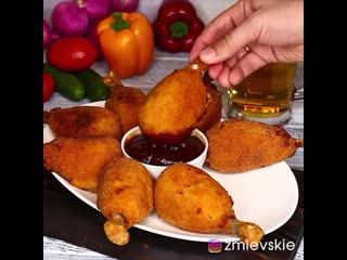 Куриные котлеты на косточке (ингредиенты указаны в описании видео)