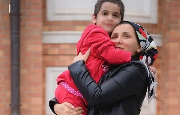 Аиша из Ингушетии встретилась с мамой Ранее: встречу в НИИ неотложной детской хирургии и травматологии, где семилетняя Аиша Ажигова из Ингушетии проходит лечение, организовала детский омбудсмен