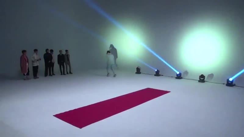 BTS на показе мод BTS FASHION