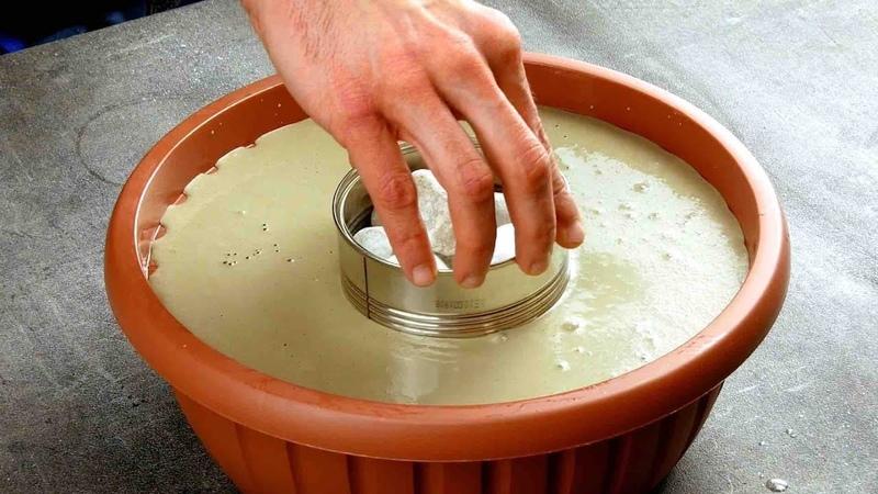 Вставляем консервную банку в миску с бетоном Соседи по даче будут в шоке
