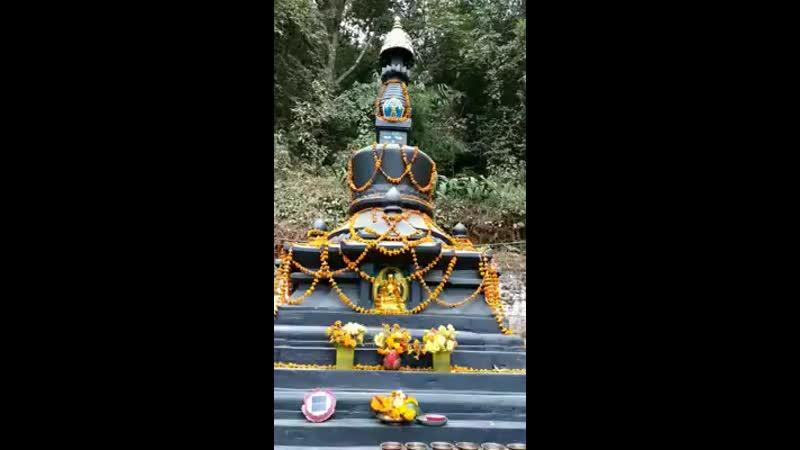 Черная ступа Дхармадхату, освобождающая видением.