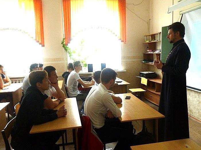 Беседа с юношами о мужественности в Крымской в городской школе № 20.