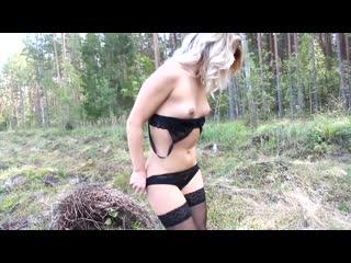 Спалили Сняли как дрочит Красивая девушка мастурбирует в лесу.
