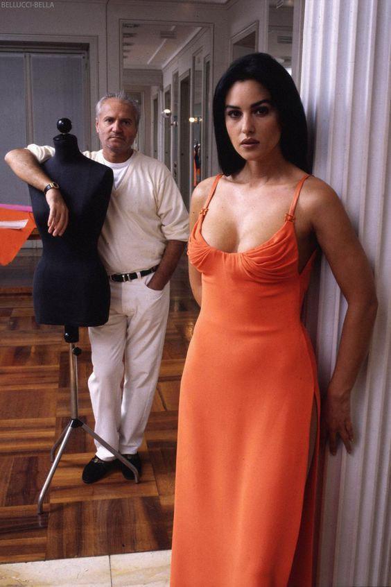 Джaнни Вeрсаче и Моникa Бeллуччи, 1995 год.