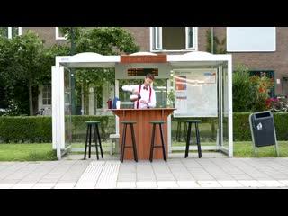 """Парень сделал автобусную остановку """"первого класса"""" с бесплатными кофе и чаем NR"""