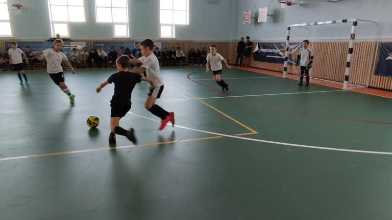 Мини-футбол в школу - финальный матч воспитанников ЛКС