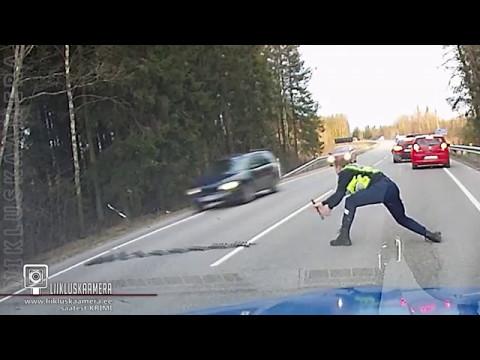 Politsei peatas põgeneva auto siiliga Police stopped the fleeing car using spike strip