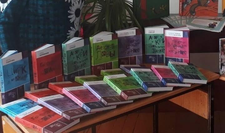 По поручению губернатора области Валерия РАДАЕВА книжный фонд Первоберёзовской библиотеки пополнился новыми изданиями