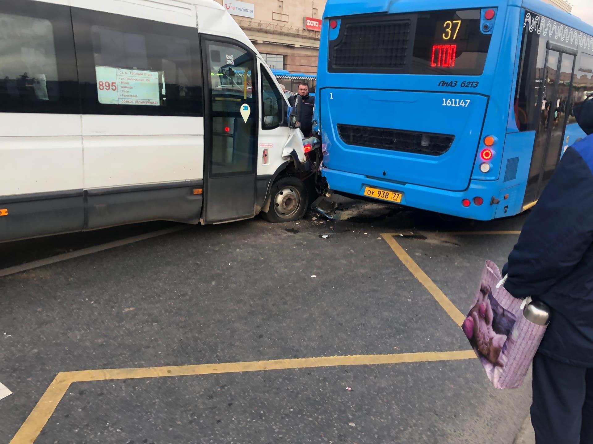Тёплый стан Новоясеневский проспект дом 2 дтп с участием областного транспорта и Мосгортранса, пострадало 6 человек и 3 госпитализировано
