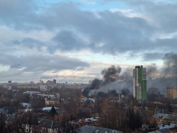 На улице Усиевича горит двухэтажный жилой барак.6 ...