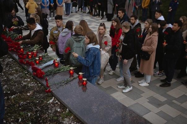Самарские студенты устроили стихийный мемориал на ...